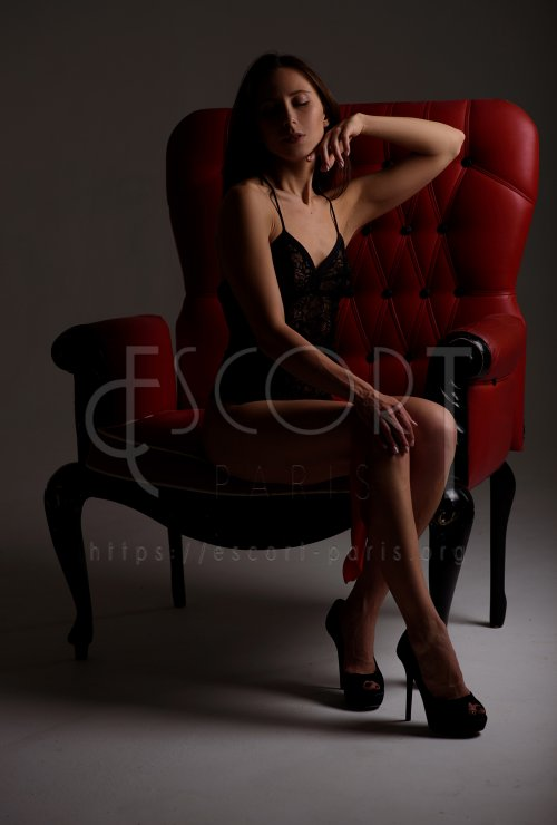 Sonia escort Brown haired French girl with Slender body