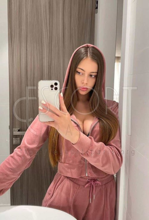 brunette escorts Paris, luxury escort paris, luxury escorts paris, high class escorts in paris, elite escorts paris